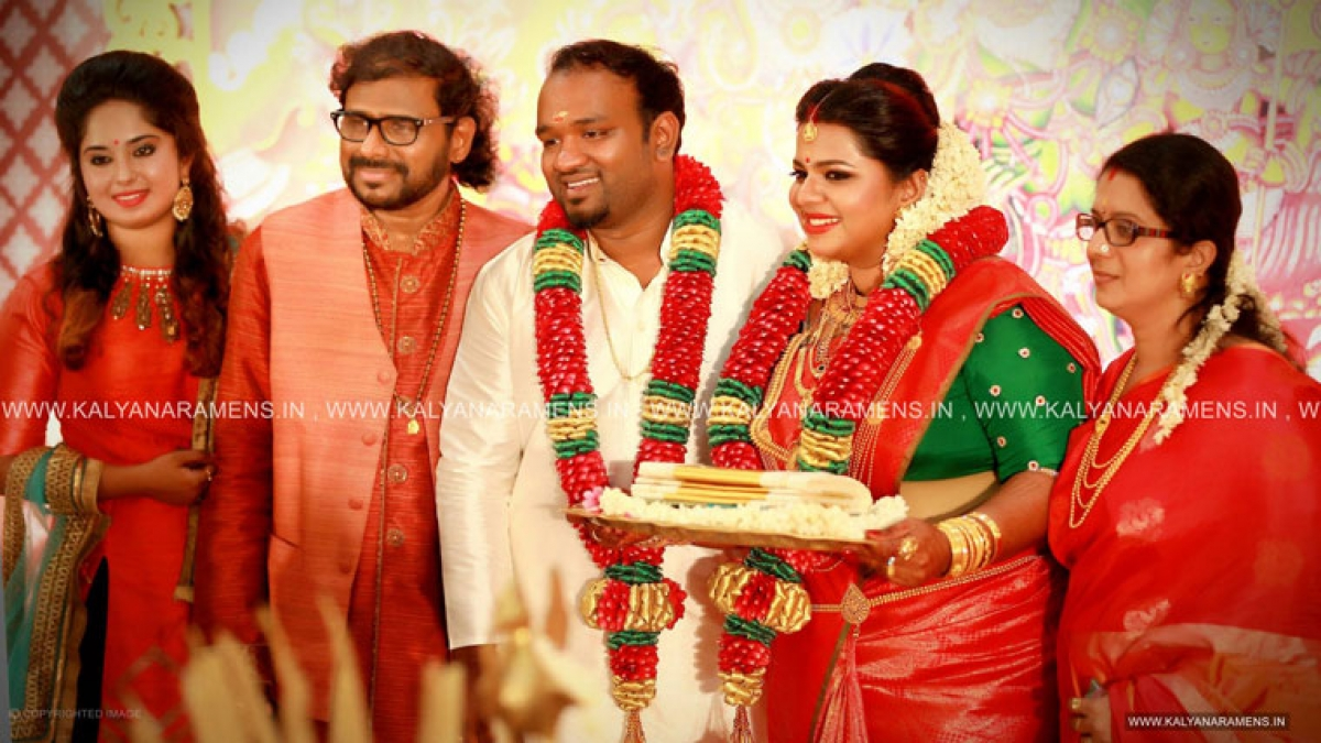 Musician Ramesh Narayans Eldest Daughter And Singer Madhuvanti Married Music Director Vishnu Vijayan On Sunday The Wedding Was Held At RDR Auditorium In