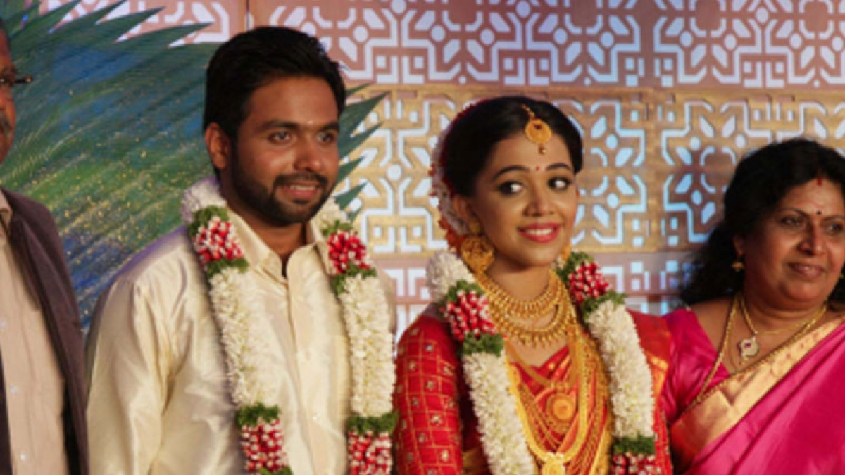 Malayalam Director Vinayanns Daughter Nikita Got Married To Nikhil Menon In Kochi On Wednesday The Wedding Was Held At Bhaskareeyam Convention Centre