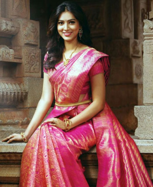 44d4cbe02f8d5 South Indian brides' obsession with silk sarees
