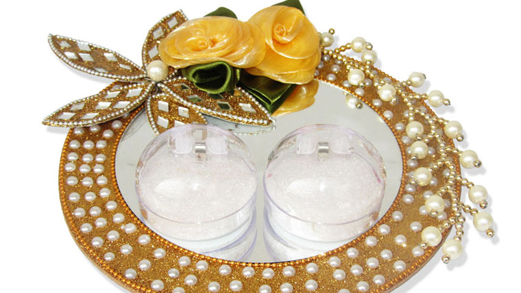 Decorated-engagement-ring-trays-are-the-new-trend