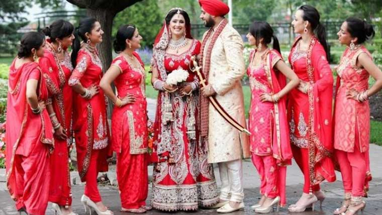 Stylish-outfit-ideas-for-Indian-bridesmaids-wedding-styles