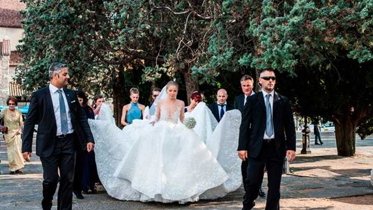 Austrian-heiress-ties-the-knot-in-a-jaw-dropping-wedding-gown