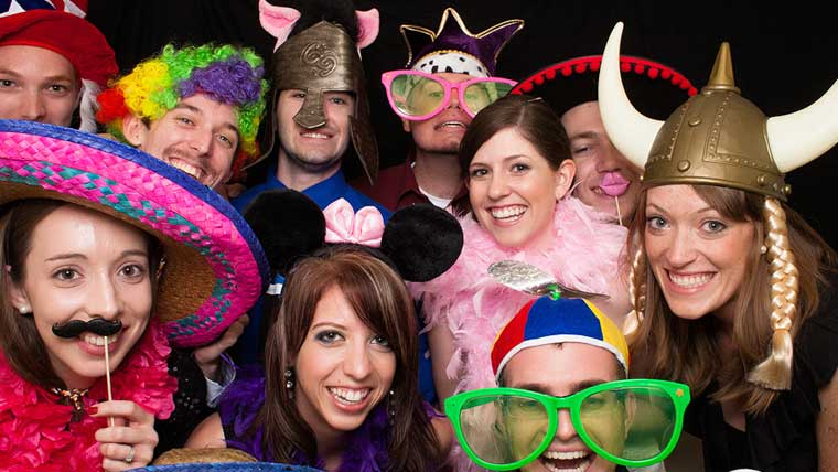 Click-your-pics-at-a-wedding-photo-booth