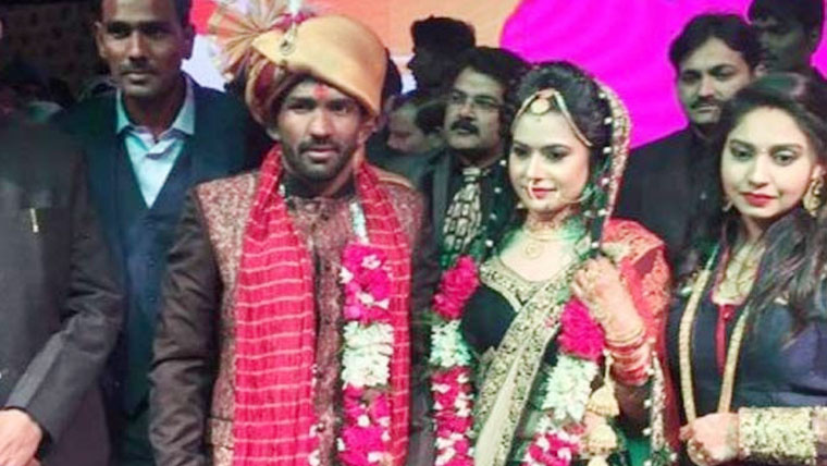 Wrestler-Yogeshwar-Dutt-wins-hearts-by-refusing-dowry