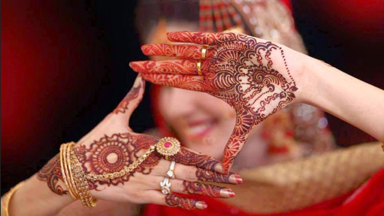 How-to-keep-your-bridal-mehendi-colour-dark-and-long