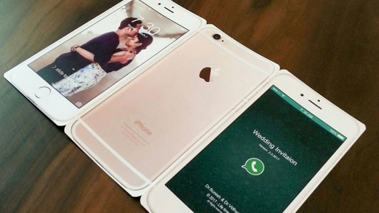 Couples-iPhone-wedding-card-goes-viral