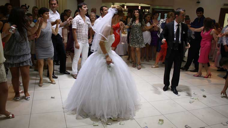 A-traditional-Albanian-wedding